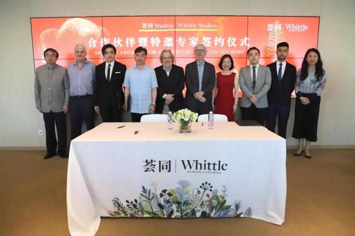 1. A signing ceremony between Studios Partners and special guest experts took place at the Shenzhen Whittle School & Studios Information Center.